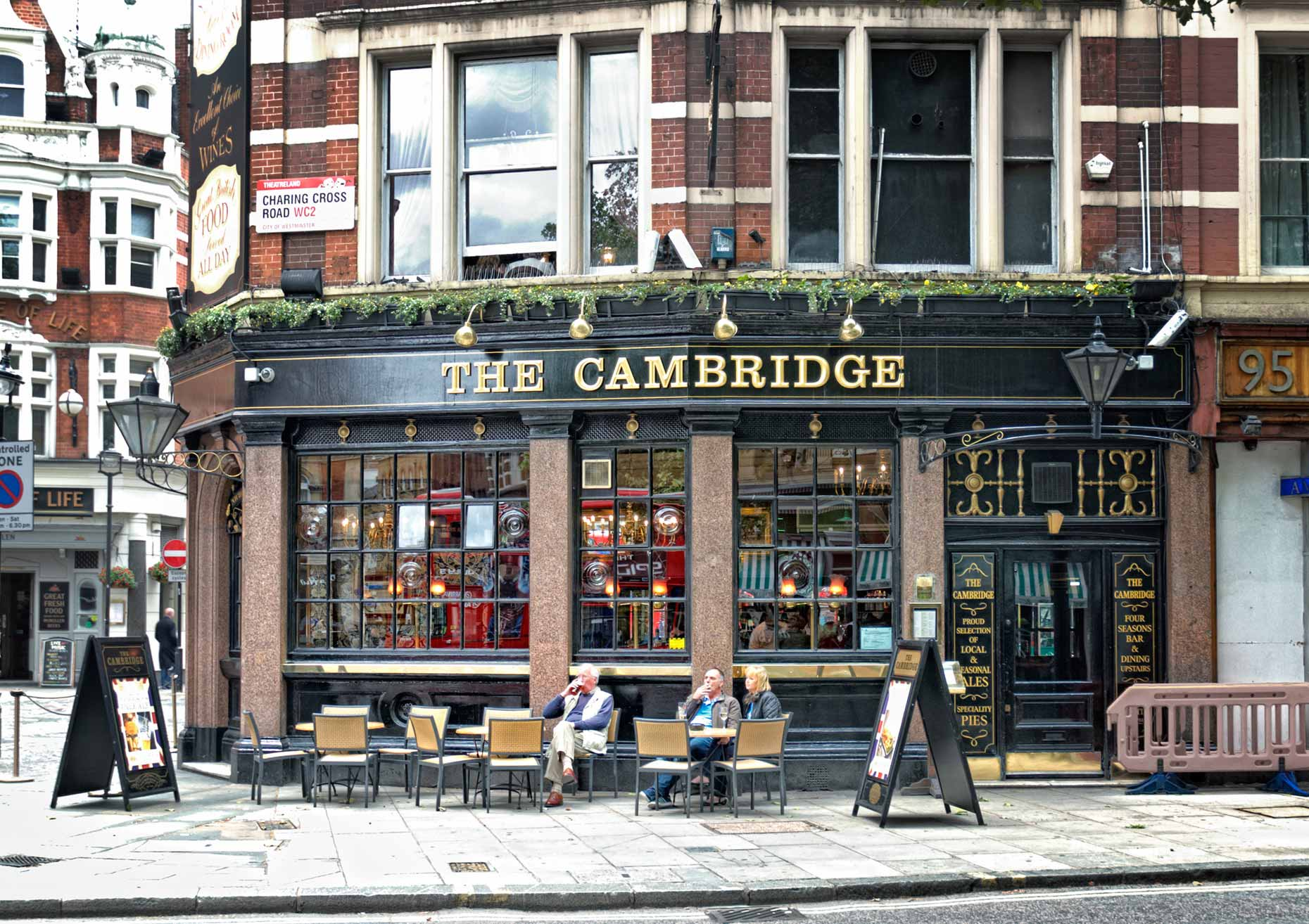 beeldbewerker-london-pub-cambridge-tjeerd-kruse-london pub-cambridge-beeldbewerking-vrij-werk