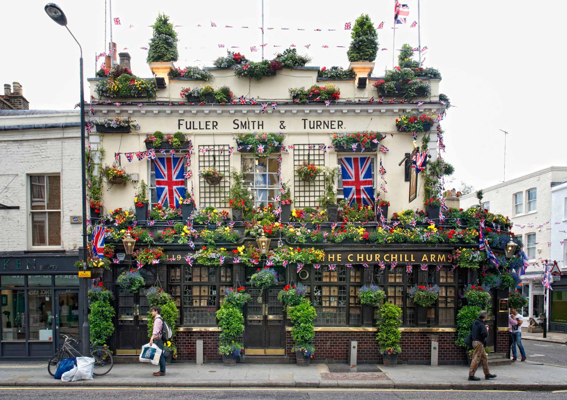 beeldbewerker-london-pub-churchill-arms-tjeerd-kruse-london pub-churchillarms-beeldbewerking-vrij-werk